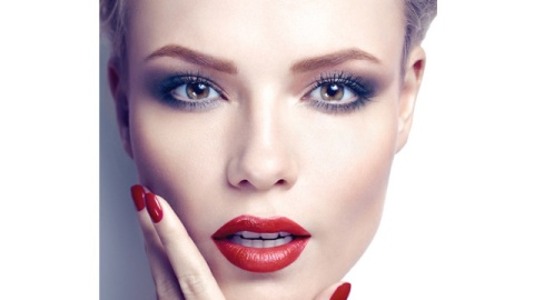 Beauty Buzz: Holiday Makeup Tips, Your Towel is Causing You Frizz, More | StyleCaster