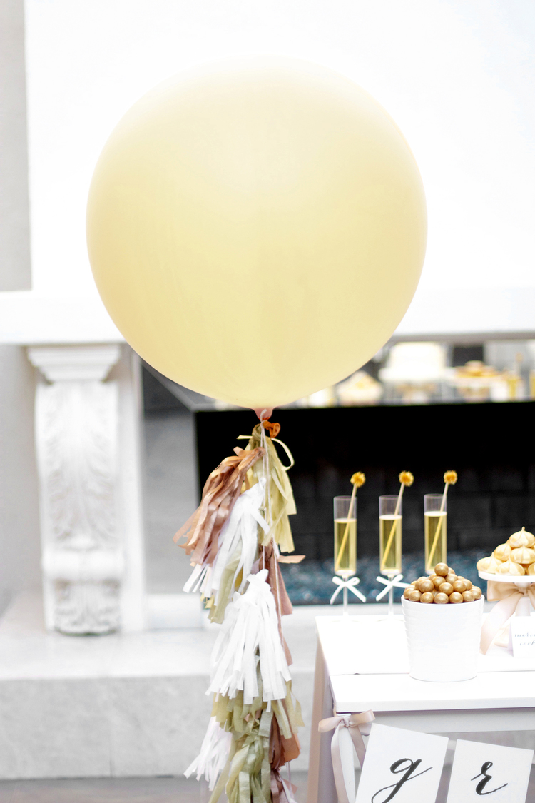 howtomakeballoontassels 20 Stylish, Modern and Easy Graduation Party Ideas