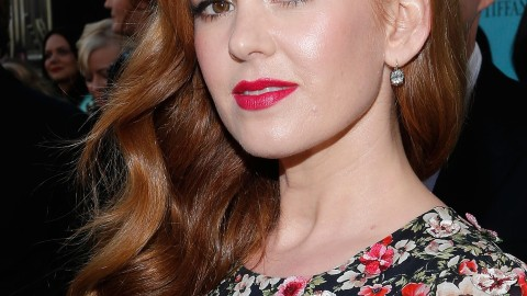 """Get Isla Fisher's Stunning Red Lip & Waves From """"The Great Gatsby"""" Premiere 