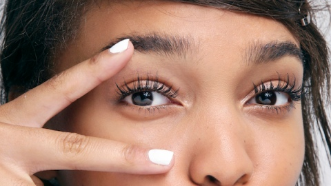 6 Tips to Easily Apply False Lashes | StyleCaster