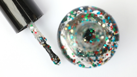 Glitter Nails: The 13 Emotional Stages of Wearing Glitter Polish   StyleCaster