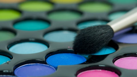 Beauty Buzz: How to DIY an Eyeshadow Palette, 13 Worst Parts of Having Bangs, More   StyleCaster
