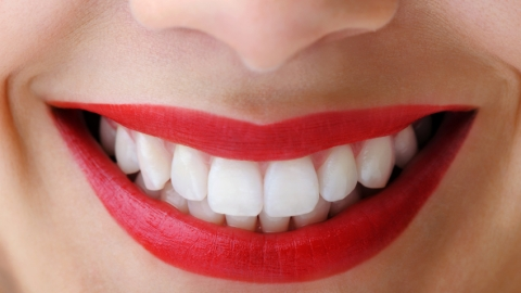 DIY Your Own Teeth Whitening Solution | StyleCaster