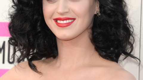 Get Katy Perry's Bold Red Lip (and Polka Dot Nails!) From the AMAs | StyleCaster