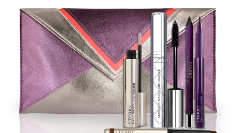 10 Completely Lustworthy Holiday Beauty Kits | StyleCaster