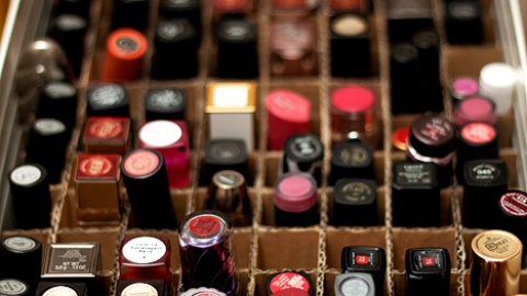 For the Lipstick Hoarders: 8 Ways to Organize Your Collection   StyleCaster