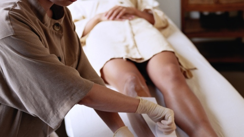 What It's Really Like Getting Your Legs Waxed   StyleCaster