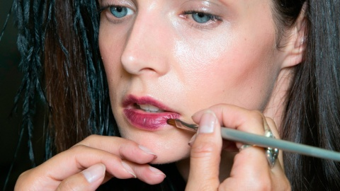 What to Do When Your Long-Lasting Lipstick Won't Come Off | StyleCaster