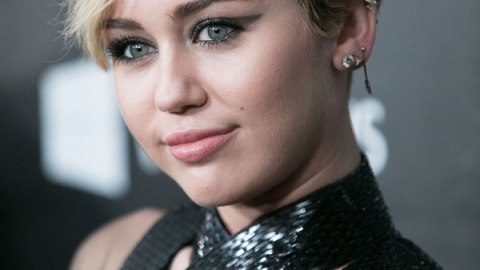 Miley Cyrus Breaks Down Her Beauty Routine | StyleCaster