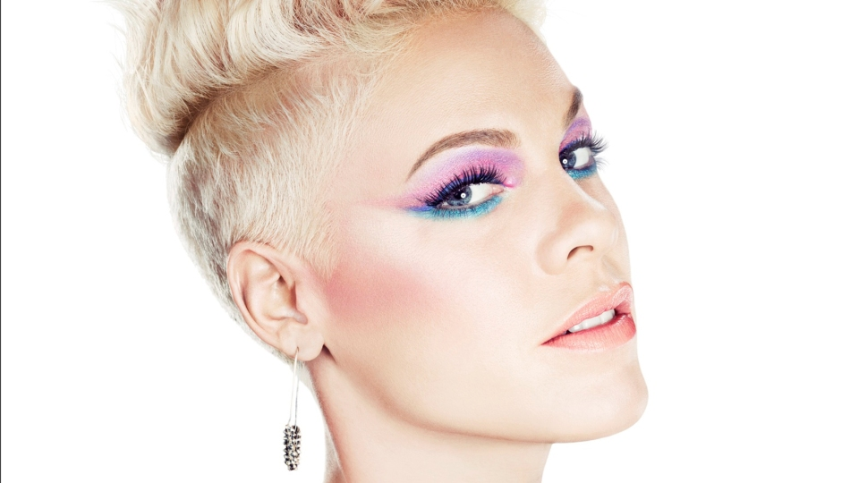 Best of the Week: P!NK's Colored Eyeliner, Janelle Monae's Bold Red Lips and More! | StyleCaster