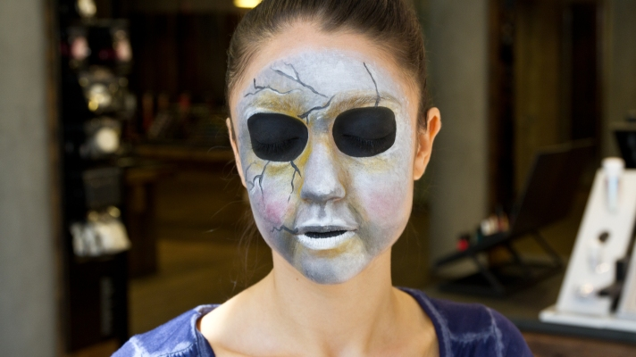 'Pretty Little Liars' Halloween: DIY the Scary Mask From the Show!