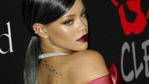 Rihanna Goes For a Grey Ponytail | StyleCaster