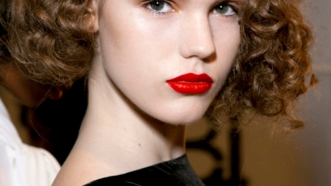 How to Pull Off a Bold Lip for Your Holiday Party | StyleCaster