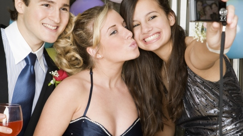 Beauty Disasters Avoided: Sidestep the Most Common Problems on Prom Night | StyleCaster