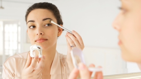 8 Tricks for Perfect, Smudge-Free Makeup | StyleCaster