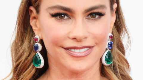 Beauty Buzz: Acne Remedies From Sofia Vergara's Facialist, Hairstyles For Fine Hair, More | StyleCaster