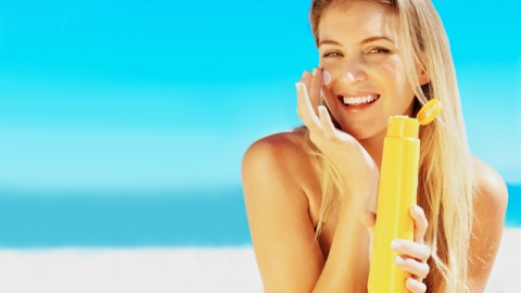 Learn How to Properly Apply Your Sunscreen   StyleCaster