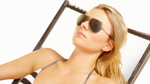 Skin Care Myth: Will Tanning Help Get Rid of Acne? | StyleCaster