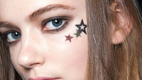 How to Wear a Face Tattoo on Spring Break | StyleCaster