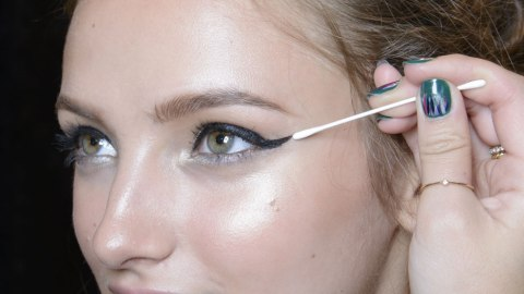 10 Things That Happen Every Time You Do a Cat Eye | StyleCaster