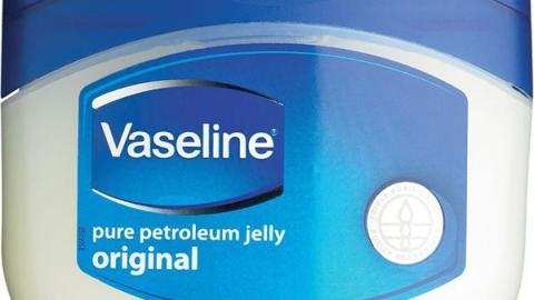 10 Cool Ways To Use Vaseline In Your Beauty Routine | StyleCaster