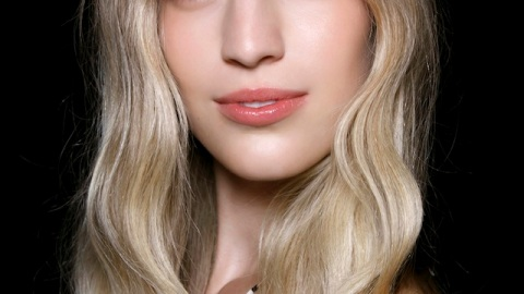 Ask An Expert: How Can I Really Curl My Hair With a Straightener? | StyleCaster