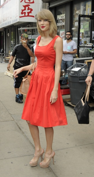 Taylor Swift Street Style A Complete Guide Stylecaster