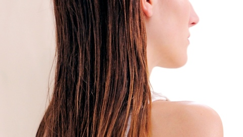 Ask an Expert: Can I Brush My Hair When It's Wet? | StyleCaster