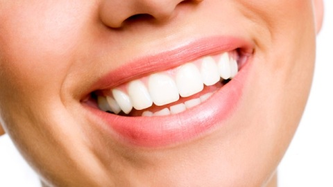 The Best Diet For a White Smile | StyleCaster