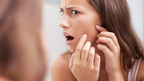 5 Ways to Shrink a Mega Zit in 5 Minutes | StyleCaster