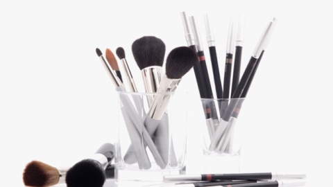 6 Brushes You Should Have In Your Makeup Brush Set   StyleCaster