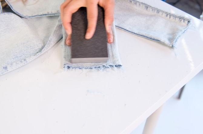 how to fray the hem of your jeans