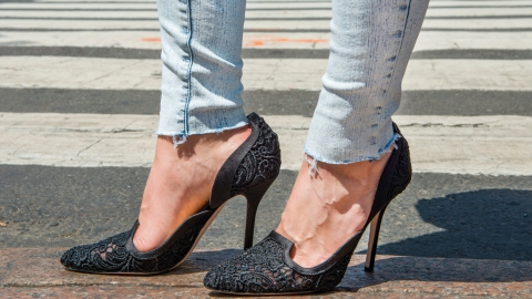 DIY Denim: Fray the Hems of Your Jeans | StyleCaster
