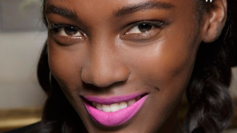How to Make That Lipstick Last | StyleCaster