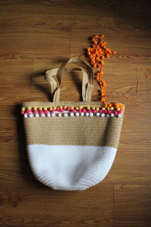 DIY on How to Make a Pom Pom Beach Bag