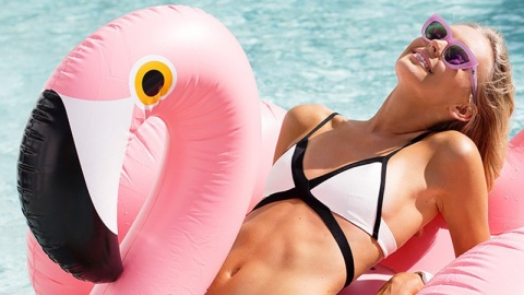 Blow-Up Flamingos are Now a Thing | StyleCaster