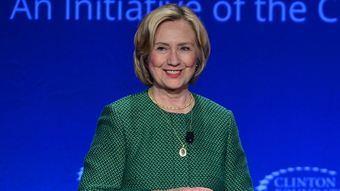 Hillary Clinton Does Humor With New Tee | StyleCaster