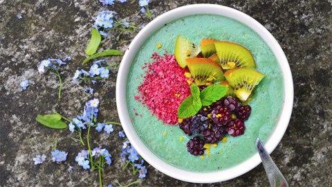 10 Smoothie Bowl Recipes | StyleCaster