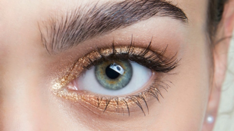 The 2-Second Step that Guarantees Long, Voluminous Lashes | StyleCaster
