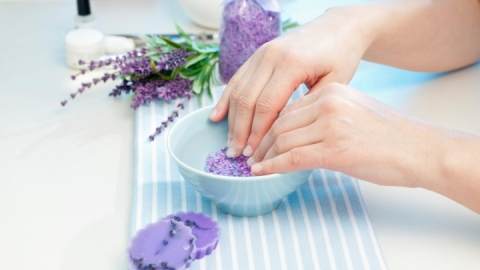 DIY Soaks To Revive Your Nails | StyleCaster