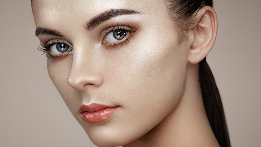 Strobing: The Easy Makeup Trend That's Taking Over
