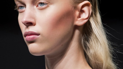 10 Hairstyles to Help Hide Roots | StyleCaster