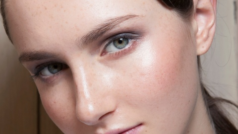 8 Tricks to Fight Dry Summer Skin | StyleCaster