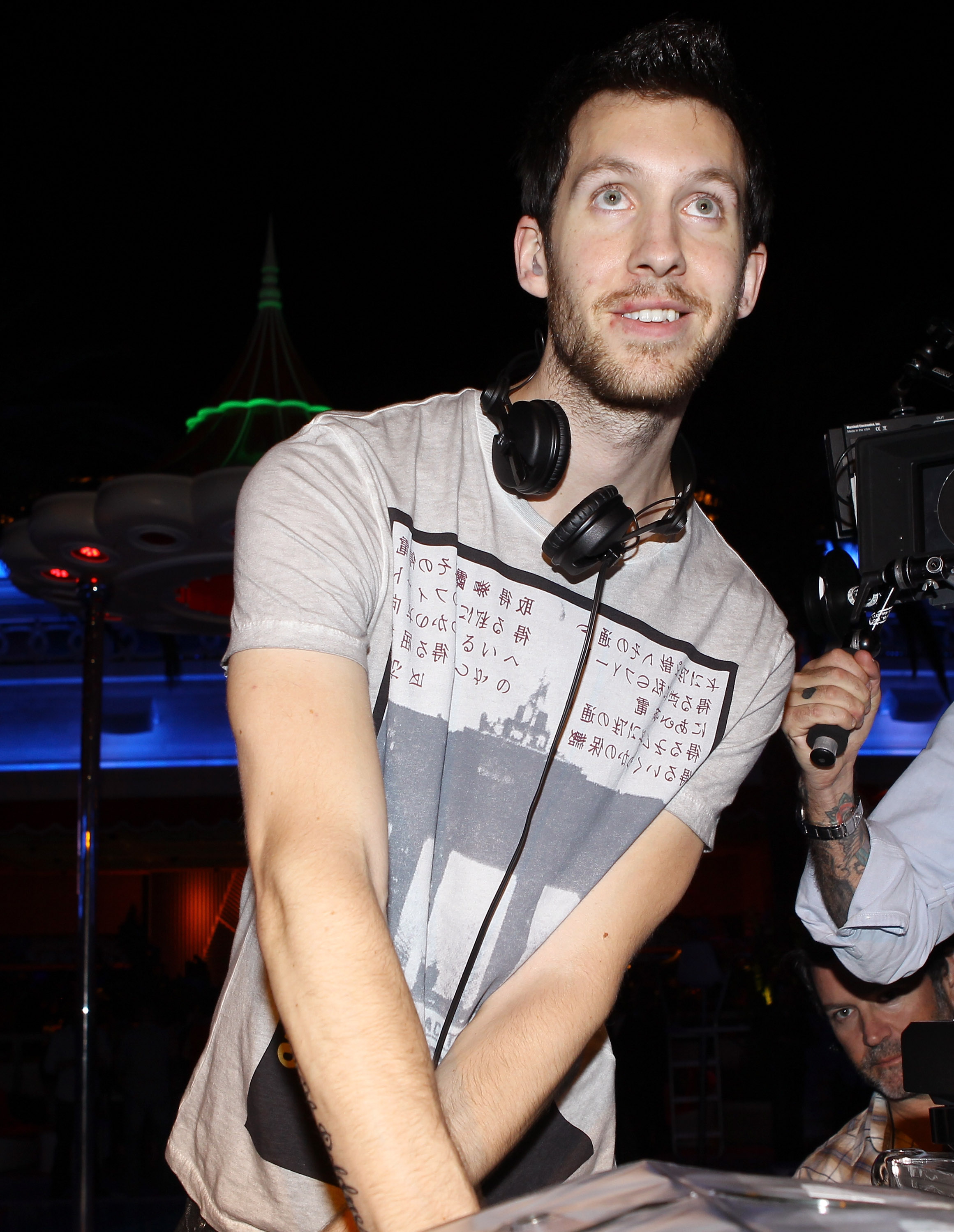 LAS VEGAS, NV - APRIL 02:  DJ Calvin Harris performs at Surrender Nightclub held at Encore on April 2, 2011 in Las Vegas, Nevada.  (Photo by Michael Tran/WireImage)
