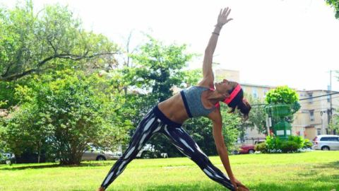 A Park-Perfect Yoga Routine | StyleCaster