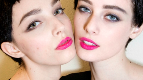 10 Brilliant Lipstick Hacks | StyleCaster