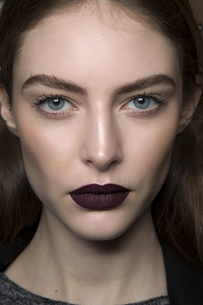 Dark-purple-lipstick-goth-makeup