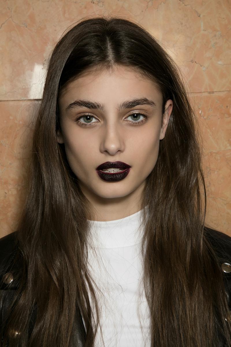 Dark-red-lipstick-goth-makeup