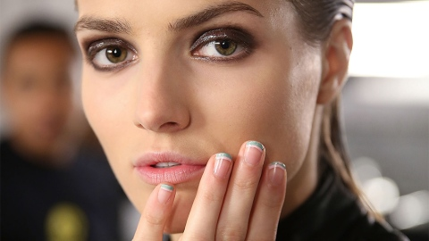 Why Are We Wearing Lip Gloss on Our Eyes? | StyleCaster