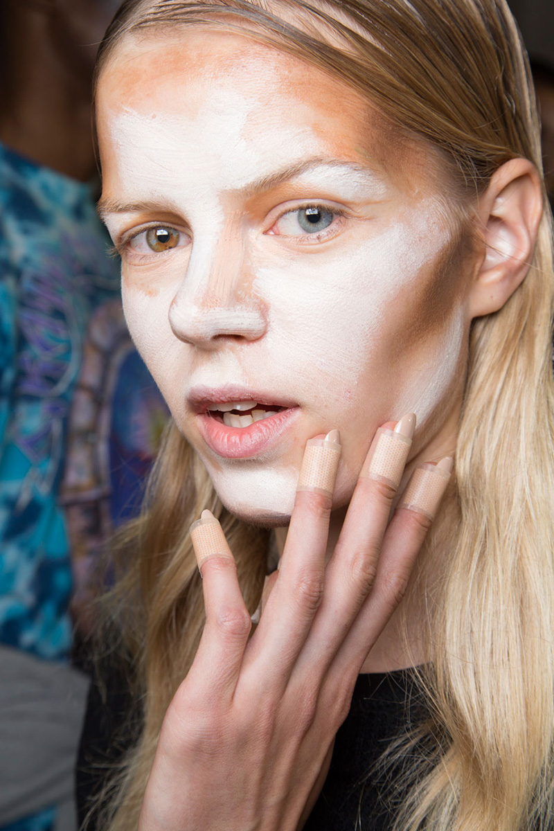 nyfw hood by air contouring 2 Unblended Contouring Just Made Its Runway Debut at NYFW